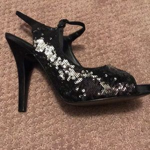 Black sequin dressy pump